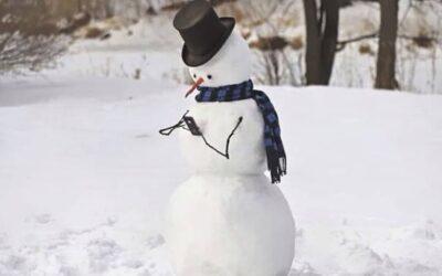 Wie maakt een originele sneeuwpop?